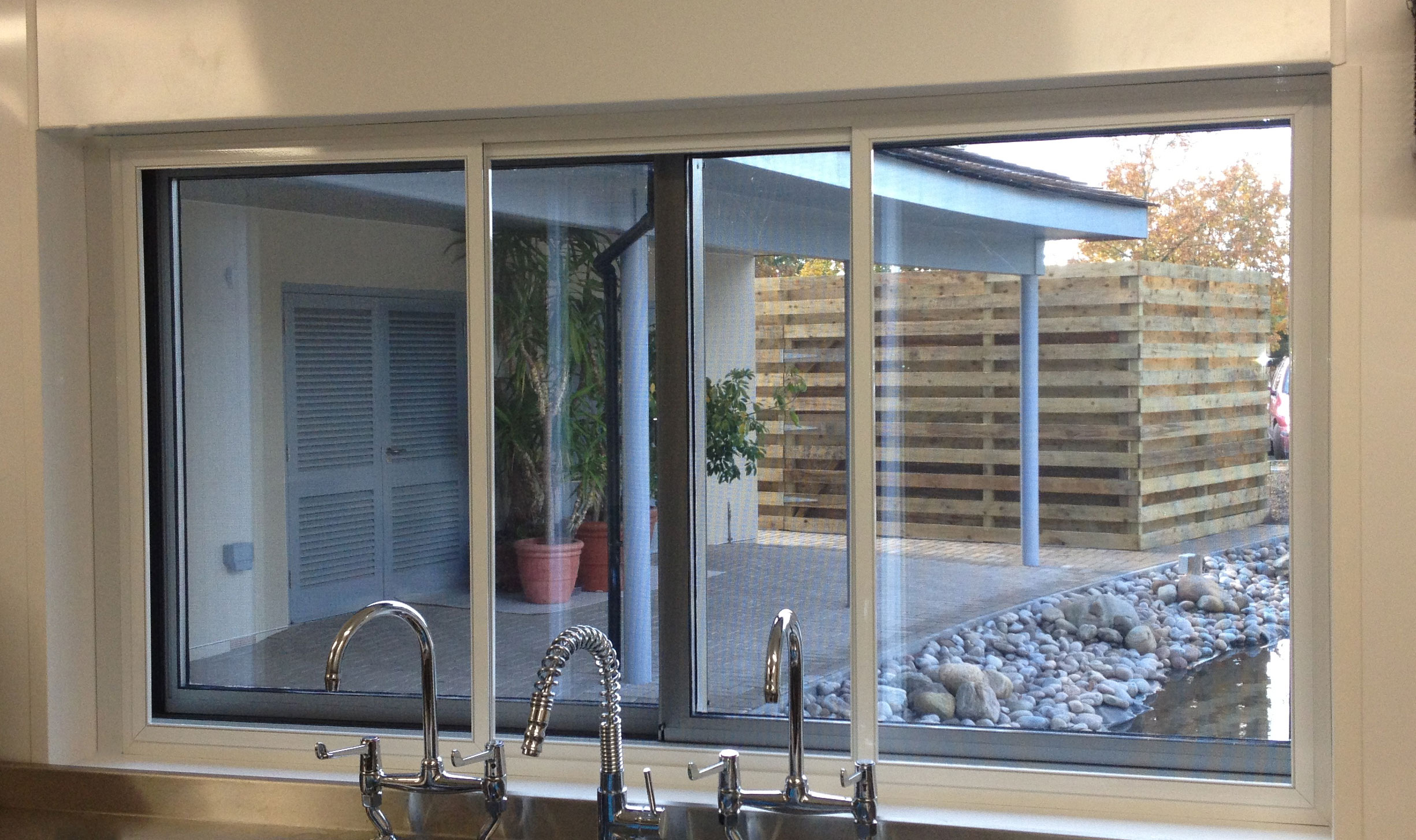 How Fly Screens Help With Keeping The Indoors Hygienic?